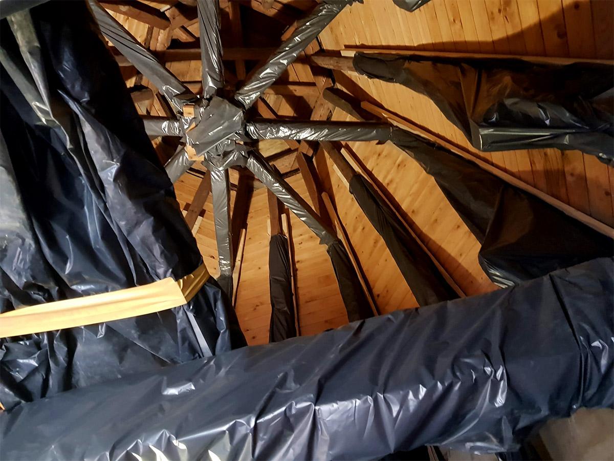 Gammalt klocktorn bevarat med hjälp av Foam Kings polyuretanisolering